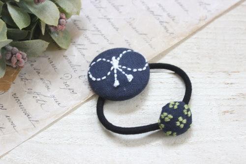 くるみボタンのヘアゴム*刺繍・こぎん刺し/monoko 型番:141