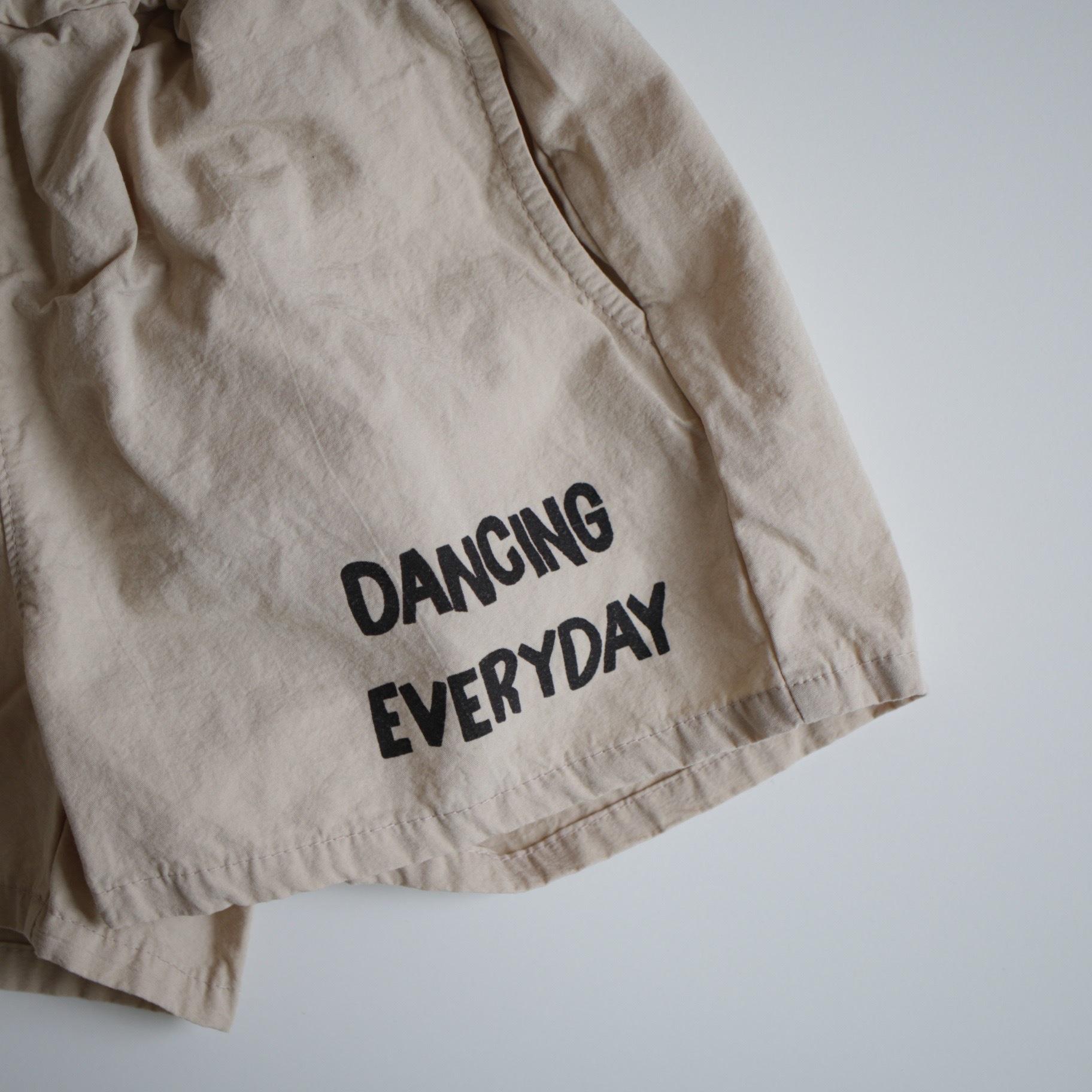 Dancing  pants.〔ダンシング パンツ 〕