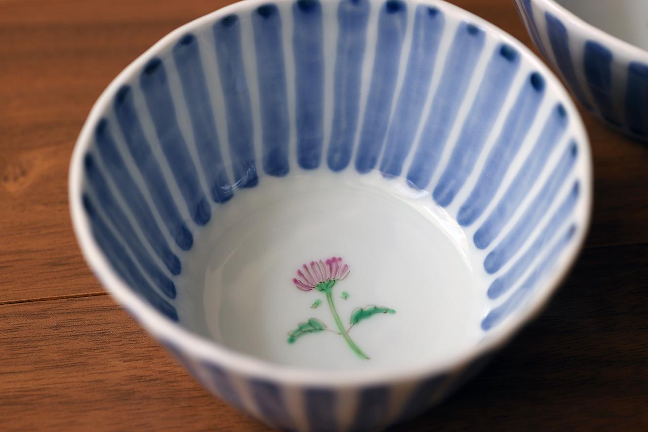 藍水 十草一つ花アザミ 線彫小鉢 うつわ藍水(波佐見焼)