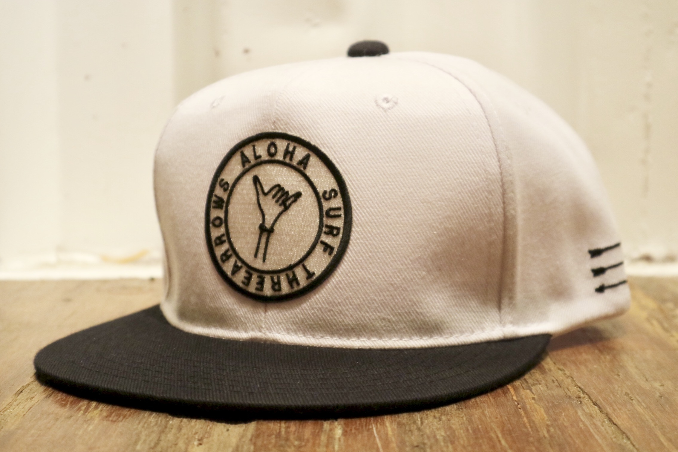ALOHA SURF スナップバック CAP(white×black)