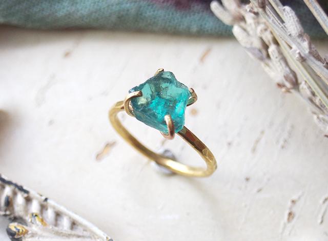 [一点物]原石のアパタイトのリング