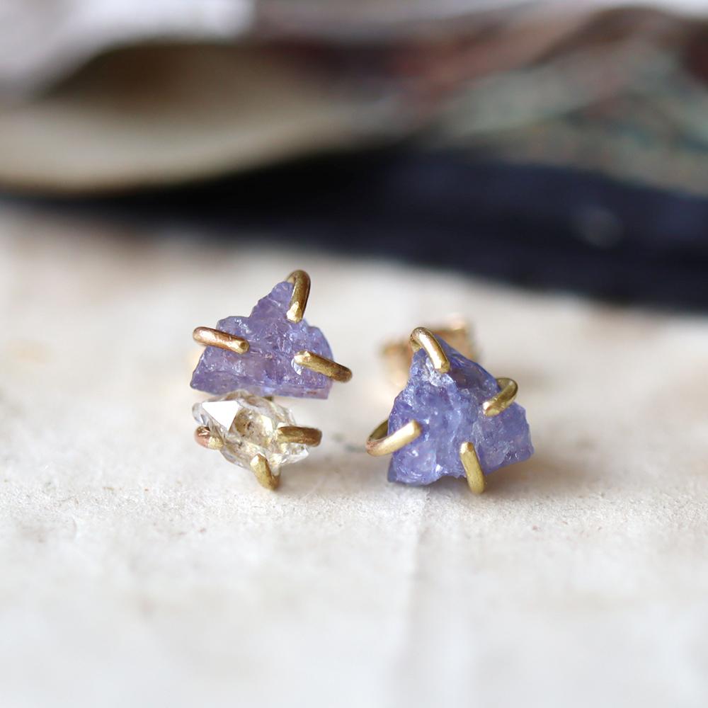 原石のタンザナイトとダイヤモンドクォーツのピアス
