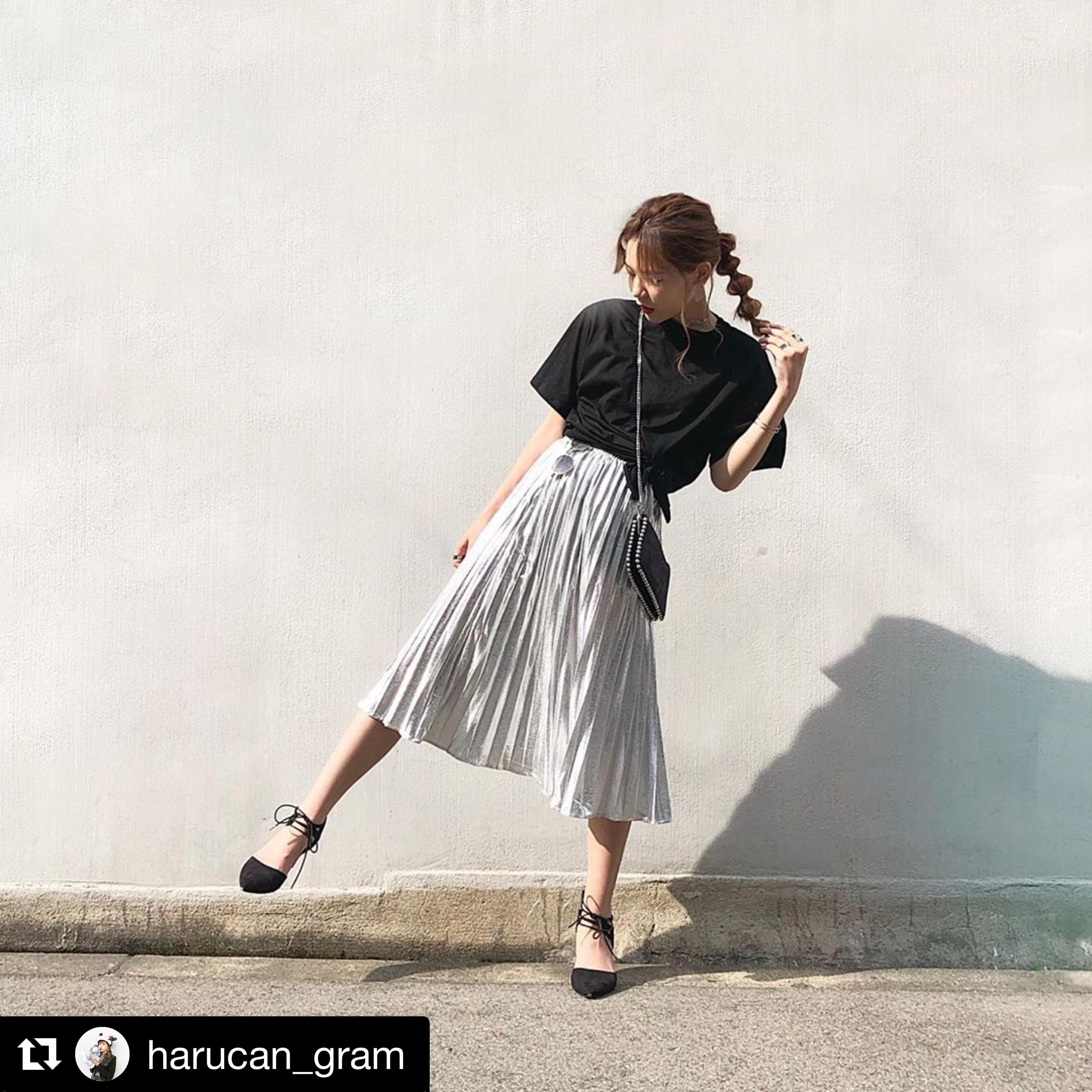 【送料無料】 旬のレイヤードスタイル♡ スリット入り オーバーサイズ Tシャツ & プリーツ スカート セットアップ