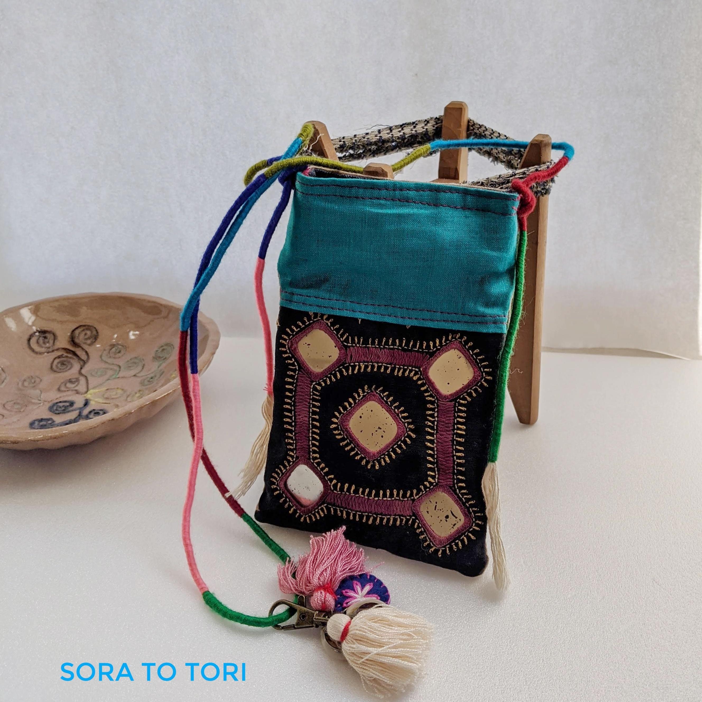 チェンマイ ミラーワーク刺繍の古布を使ったミニバッグ