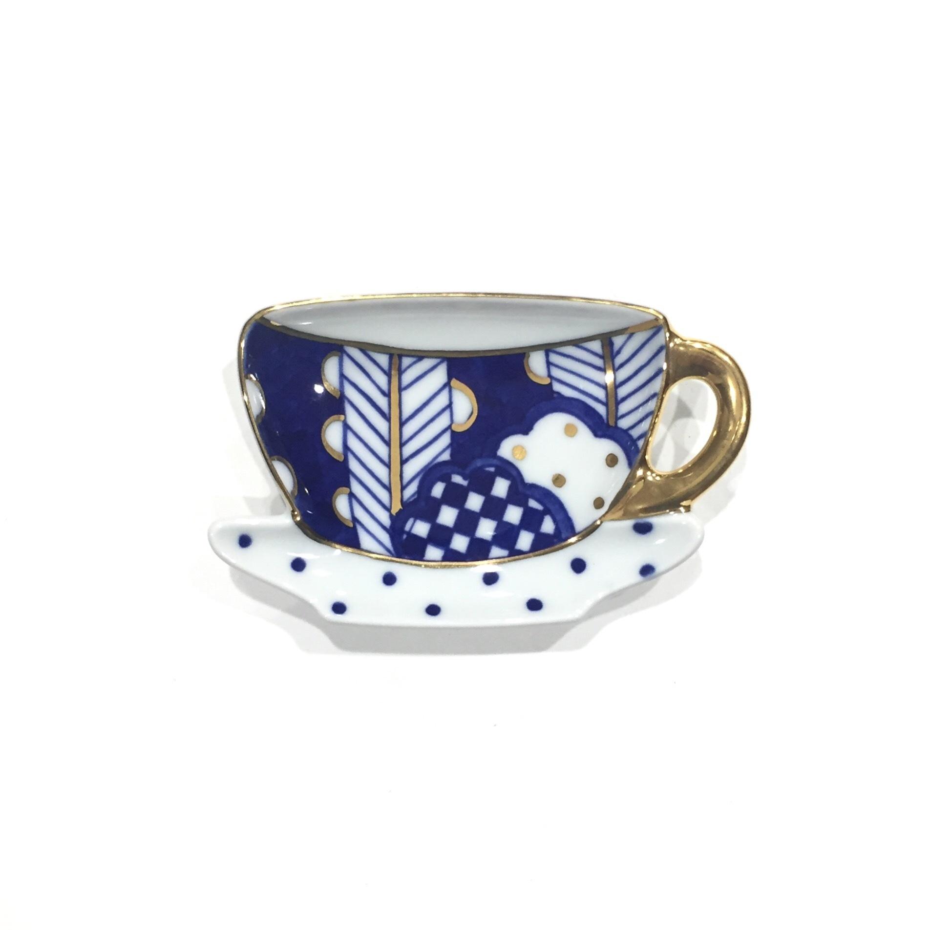 矢羽根丸紋  ティーカップ型プレート