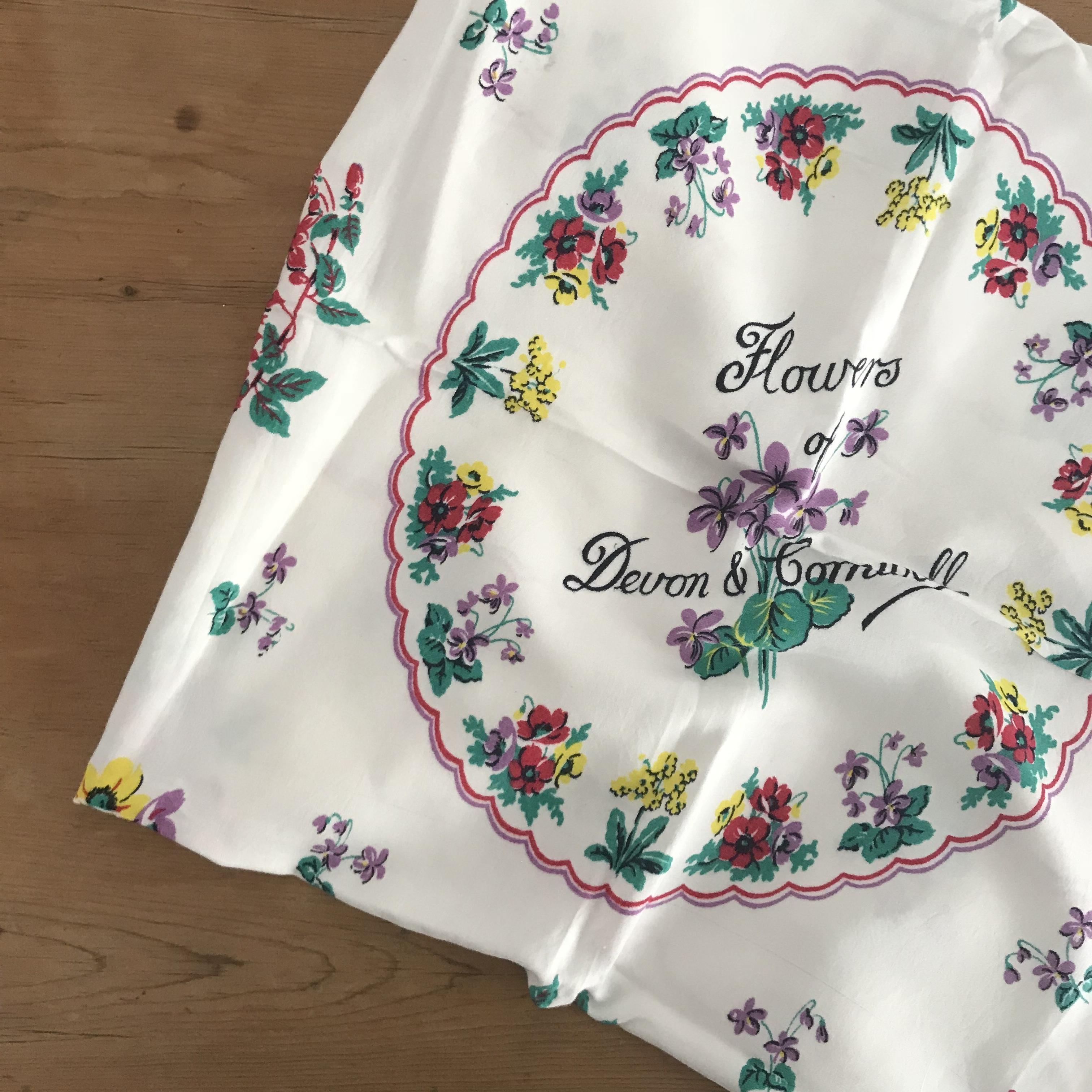 お花が描かれたテーブルクロス
