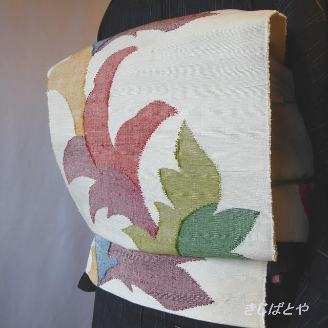 正絹紬 白地にカラフルな葉のなごや