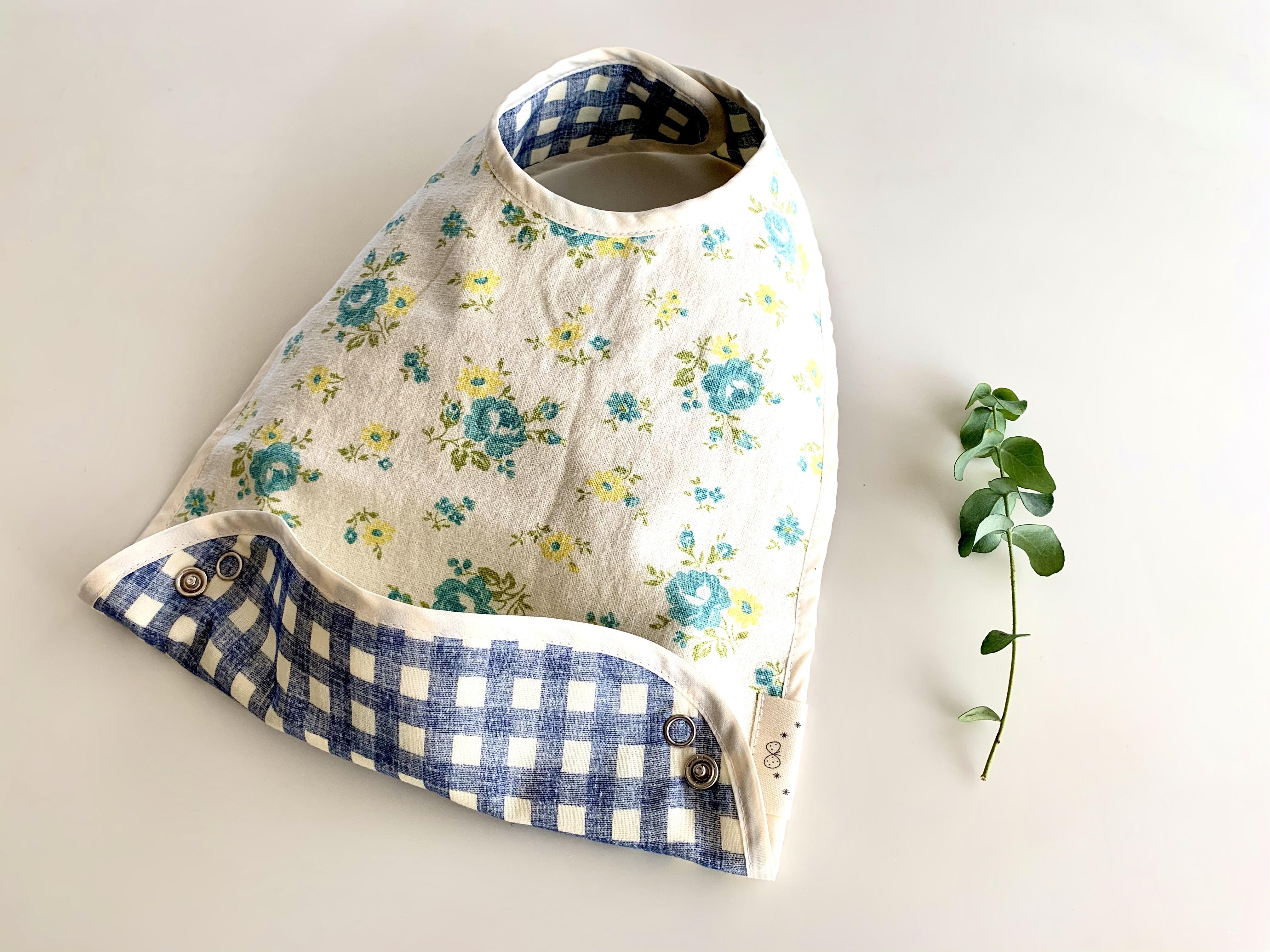 布製お食事スタイ麻の水色花柄・リバーシブル