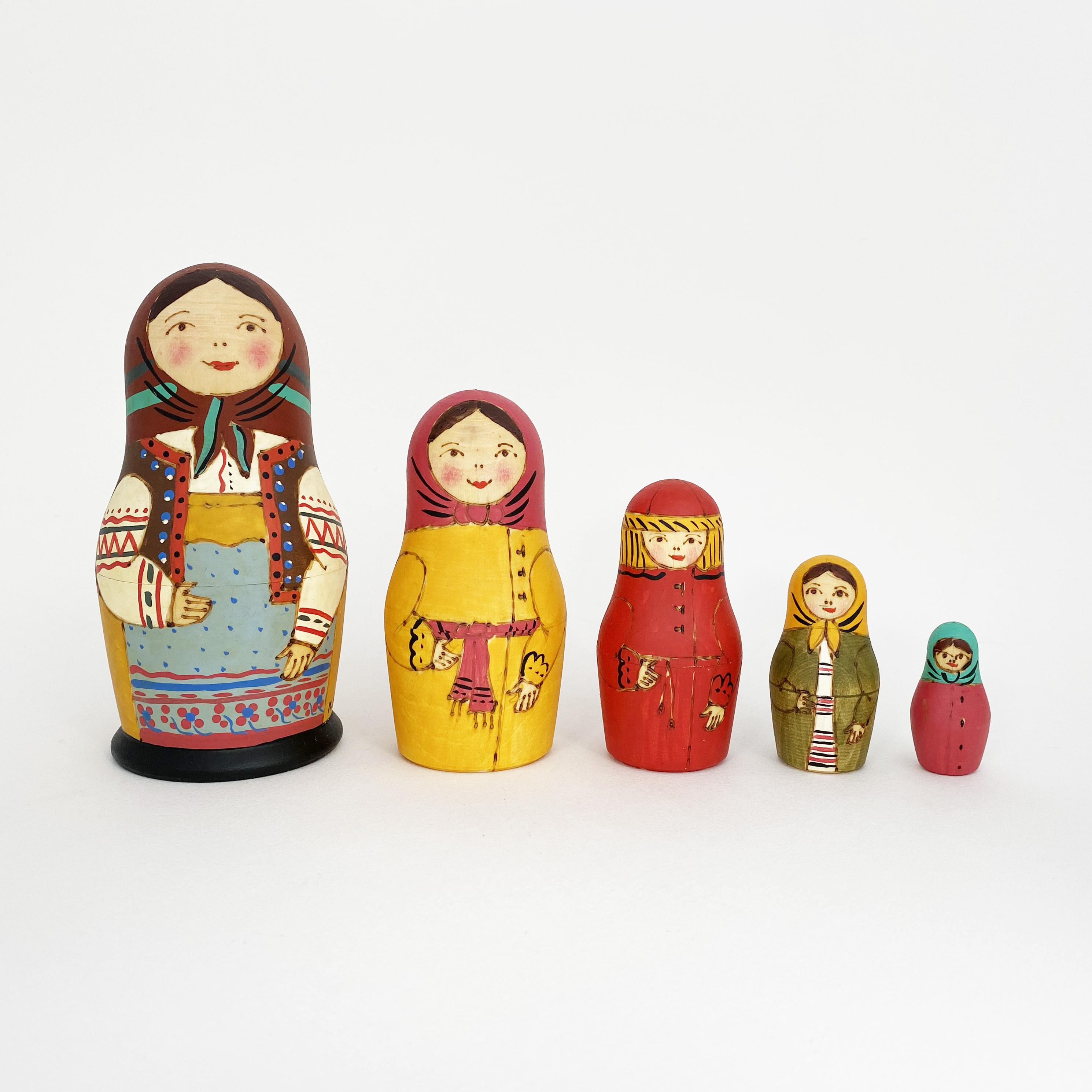 セルギエフ産マトリョーシカ/茶色頭巾5個組WB