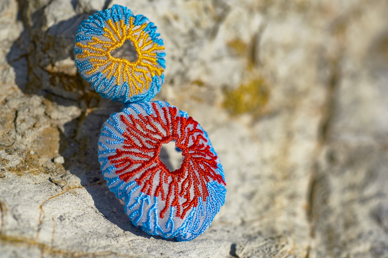 ARRO / Embroidery earing / CORAL EGG / RED