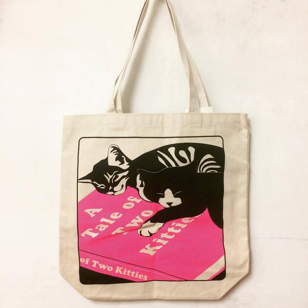 「猫と本 トートバッグ (ピンク)」 - 画像1