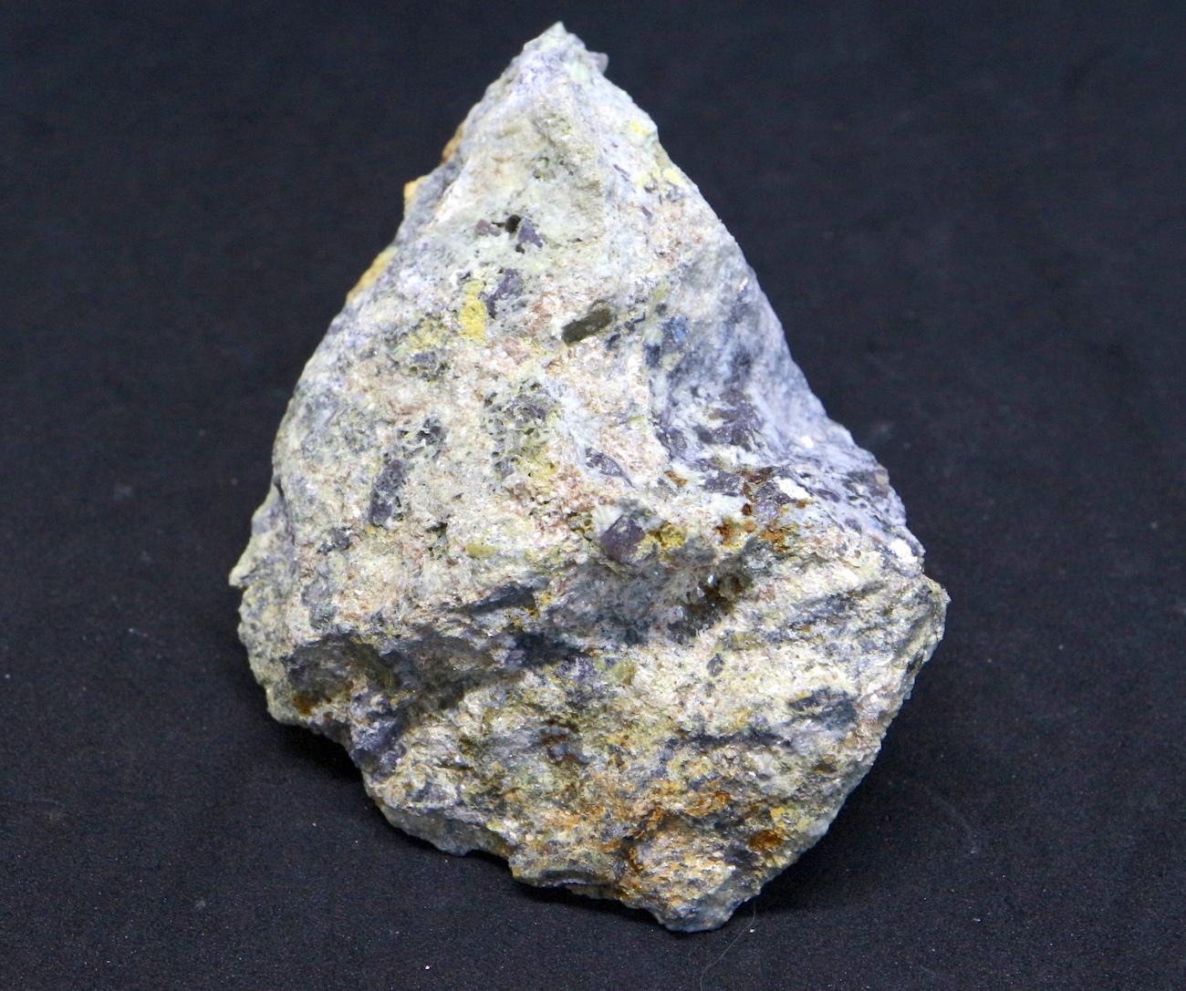 カリフォルア産 コランダム ルビー サファイア 原石 自主採掘 160g RB005