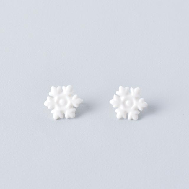 白磁の雪の結晶・ノンホールピアス