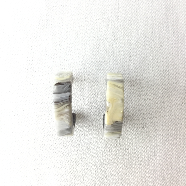 ベッコウフープイヤリング (ホワイト)
