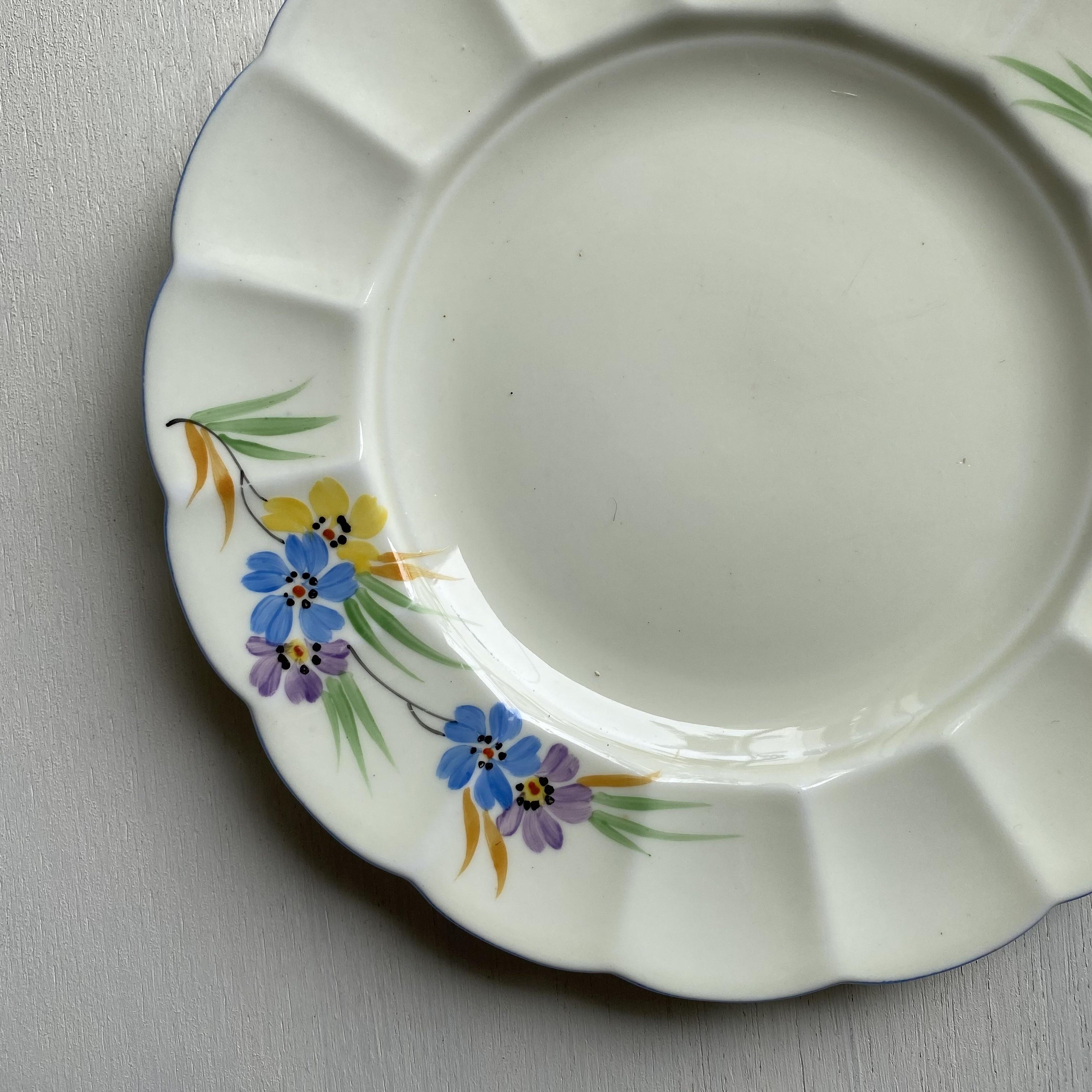 ユニークな花のケーキ皿