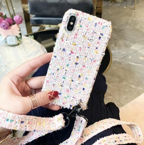 【予約商品、送料無料】ホワイト調のツイード柄にロングストラップ付iPhoneケース