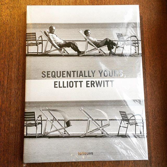 写真集「Sequentially Yours/Elliott Erwitt」 - 画像1