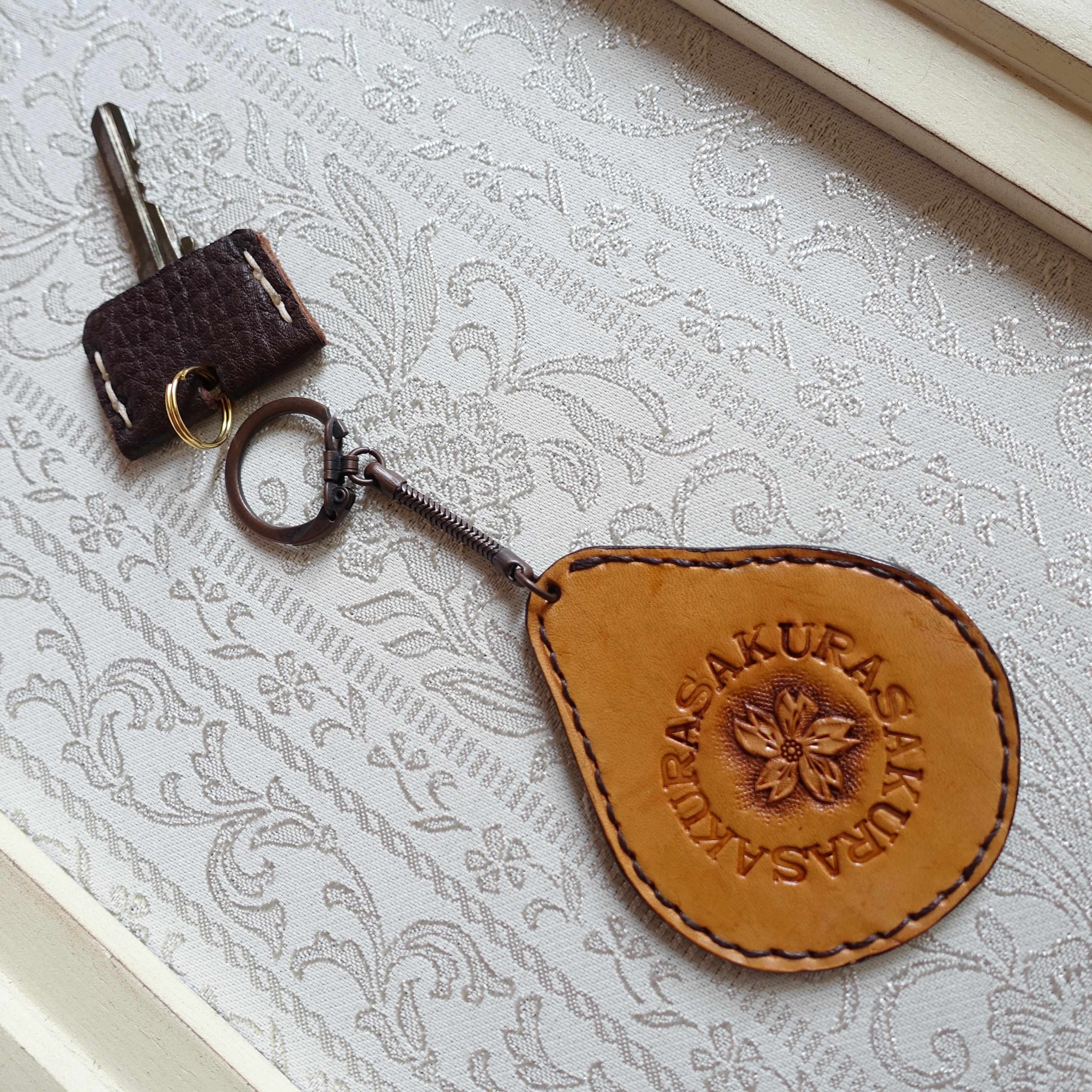 SALE! 革好きさんのためのカービングのキーホルダー/さくらA(送料無料)