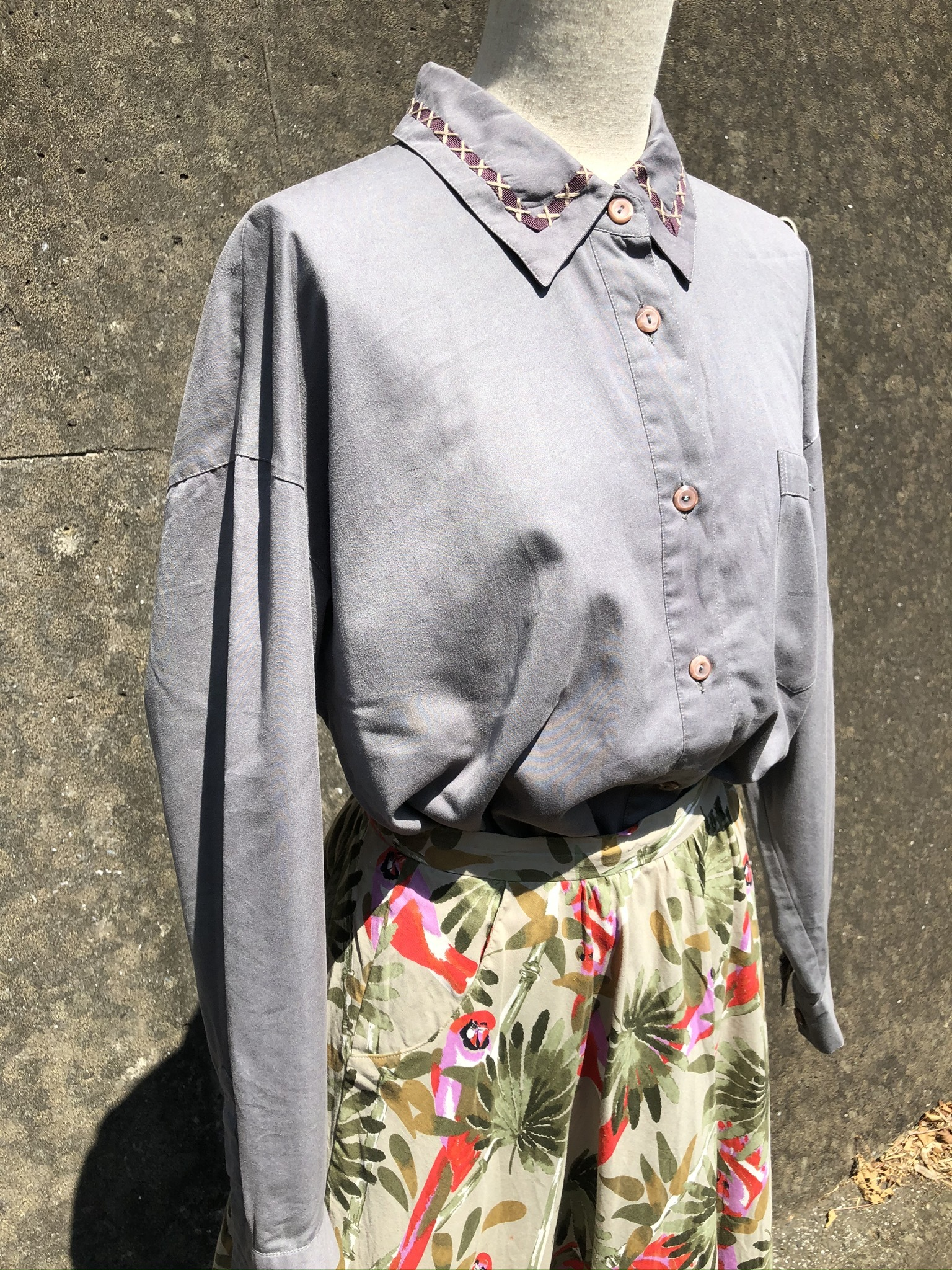 design collar khaki shirt
