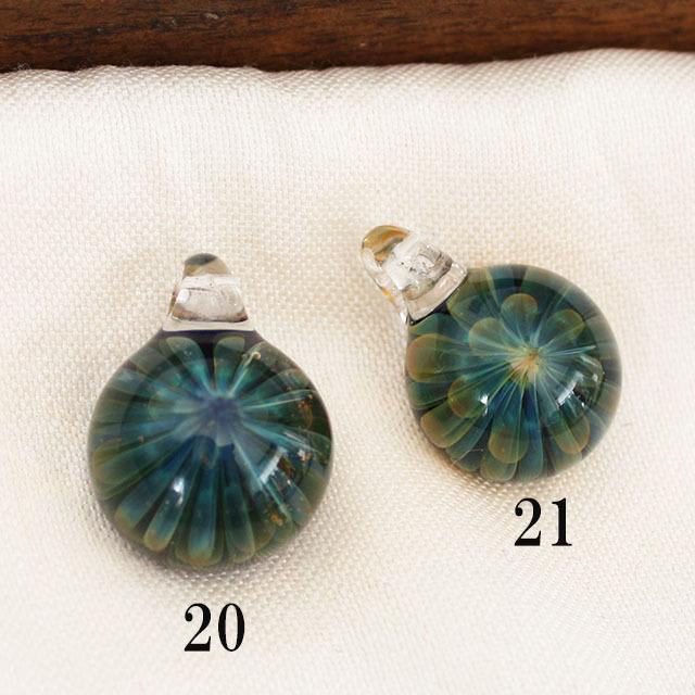 【1点もの/MAHAO/高品質】パイレックスガラスペンダント Dark Blue Fana mini(1つ選んでください)(ネコポス発送可能)