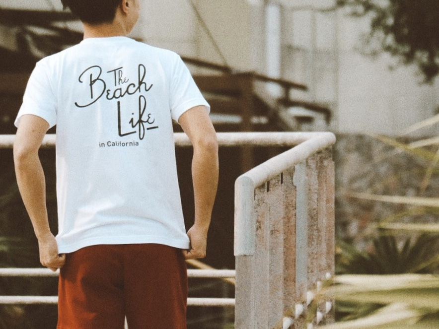 Beach Life in CAL Tシャツ(white)