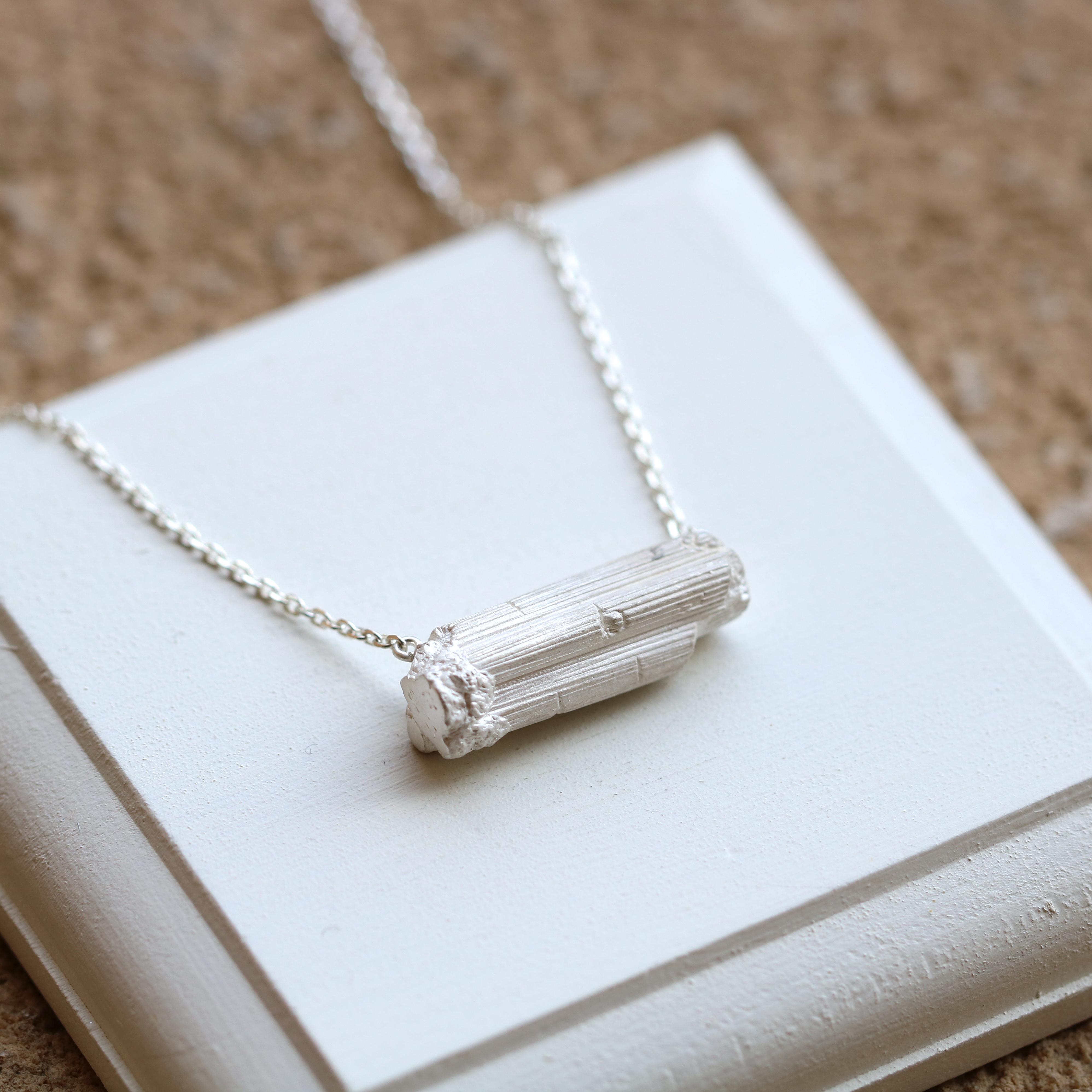 トルマリン原石モチーフのネックレス