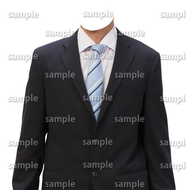 男性黒スーツ水色ネクタイ正面