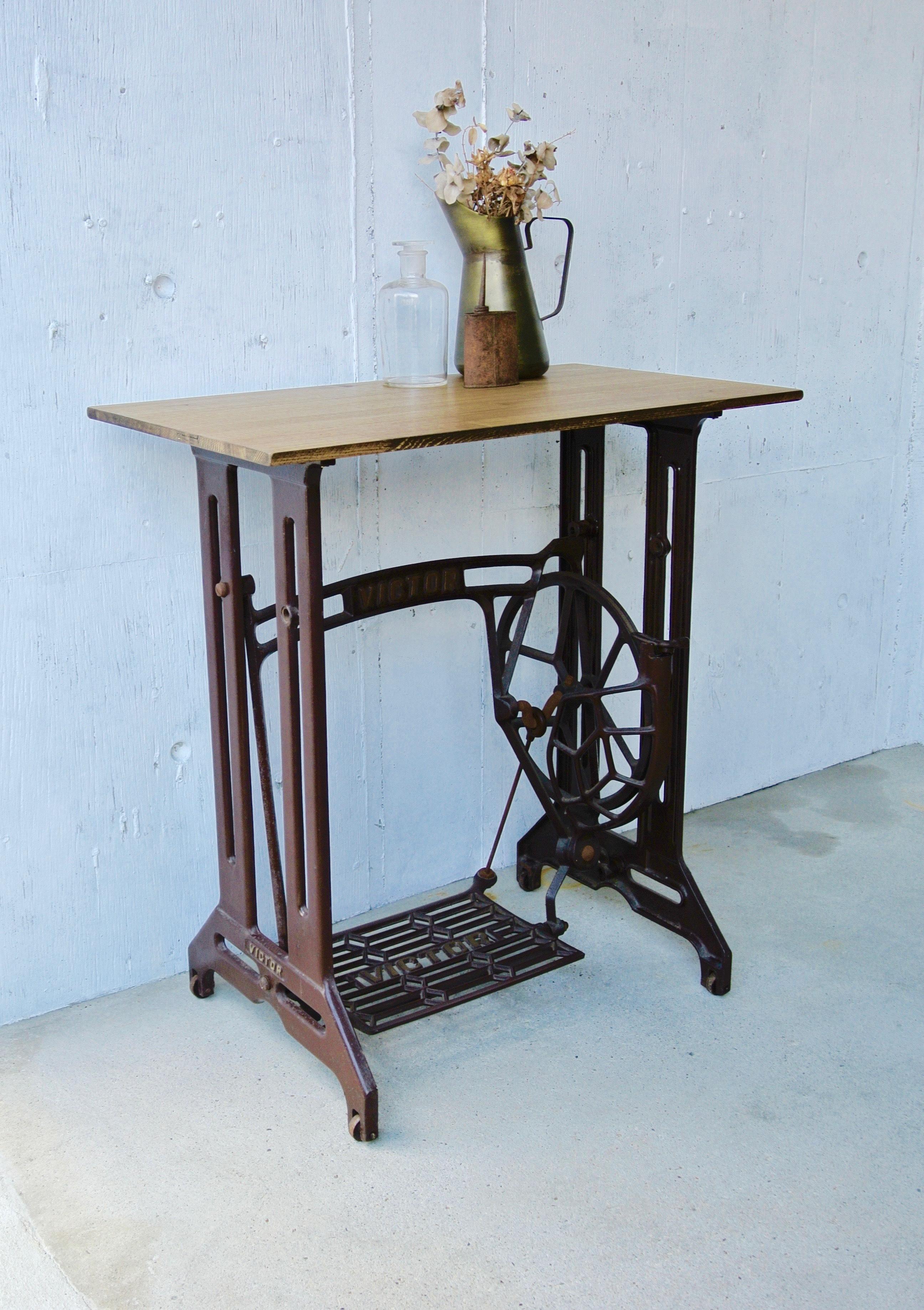 木天板×ミシン脚のテーブル[オリジナルリメイク]