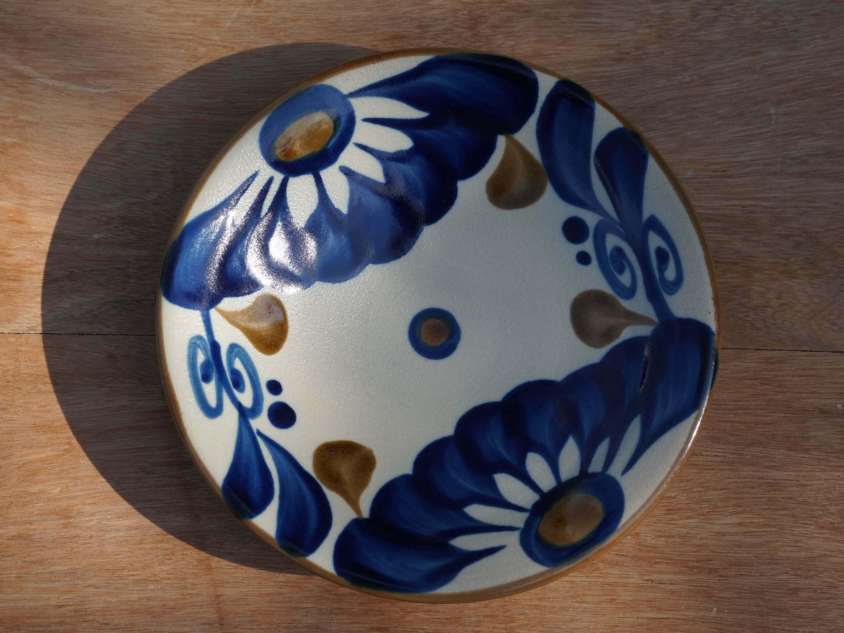 コバルトが鮮やかな唐草の5寸皿(約15cm) ヤチムン大城工房 大城雅史 やちむん