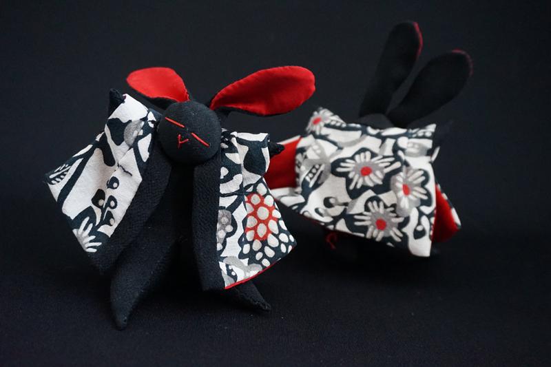 着物、和服の古布人形「どてらうさぎ」黒A - 画像1
