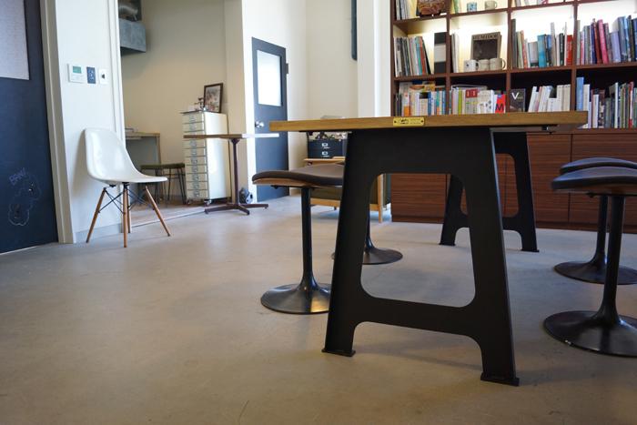 ウィスキー樽 オーク材 A型アイアン脚 ダイニングテーブルW1800*D800*H710 LESS×別子木材コラボモデル【材料限定オーダー製作・送料無料&設置組立サービス付き!】特別な一台をお届け致します。