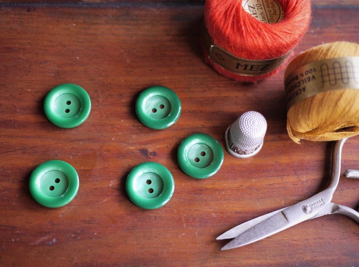 グリーンマーブル ヴィンテージ プラスチックボタン 5pcs