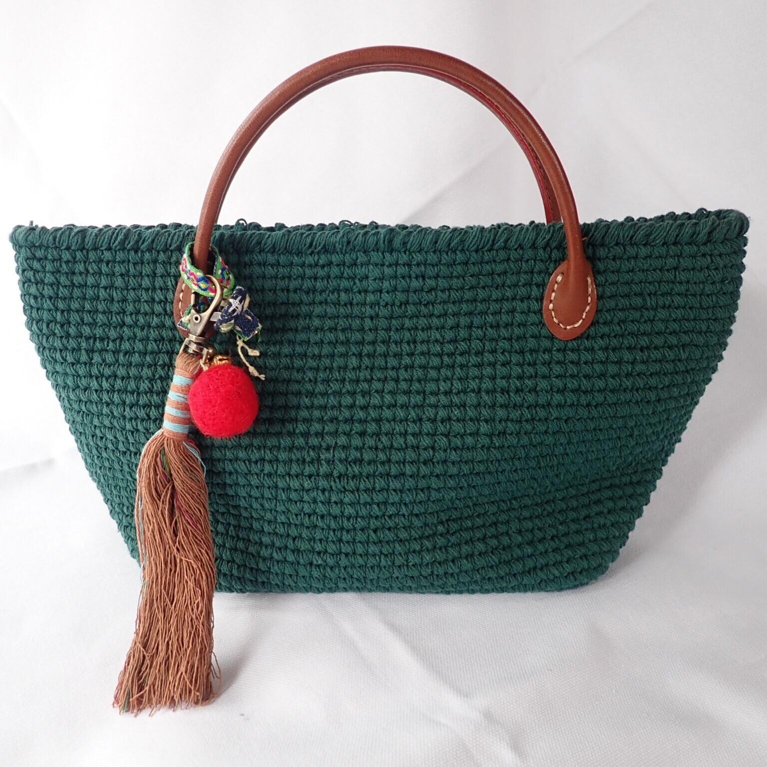 チェンマイ オリジナルチャームつき手編みミニバッグ