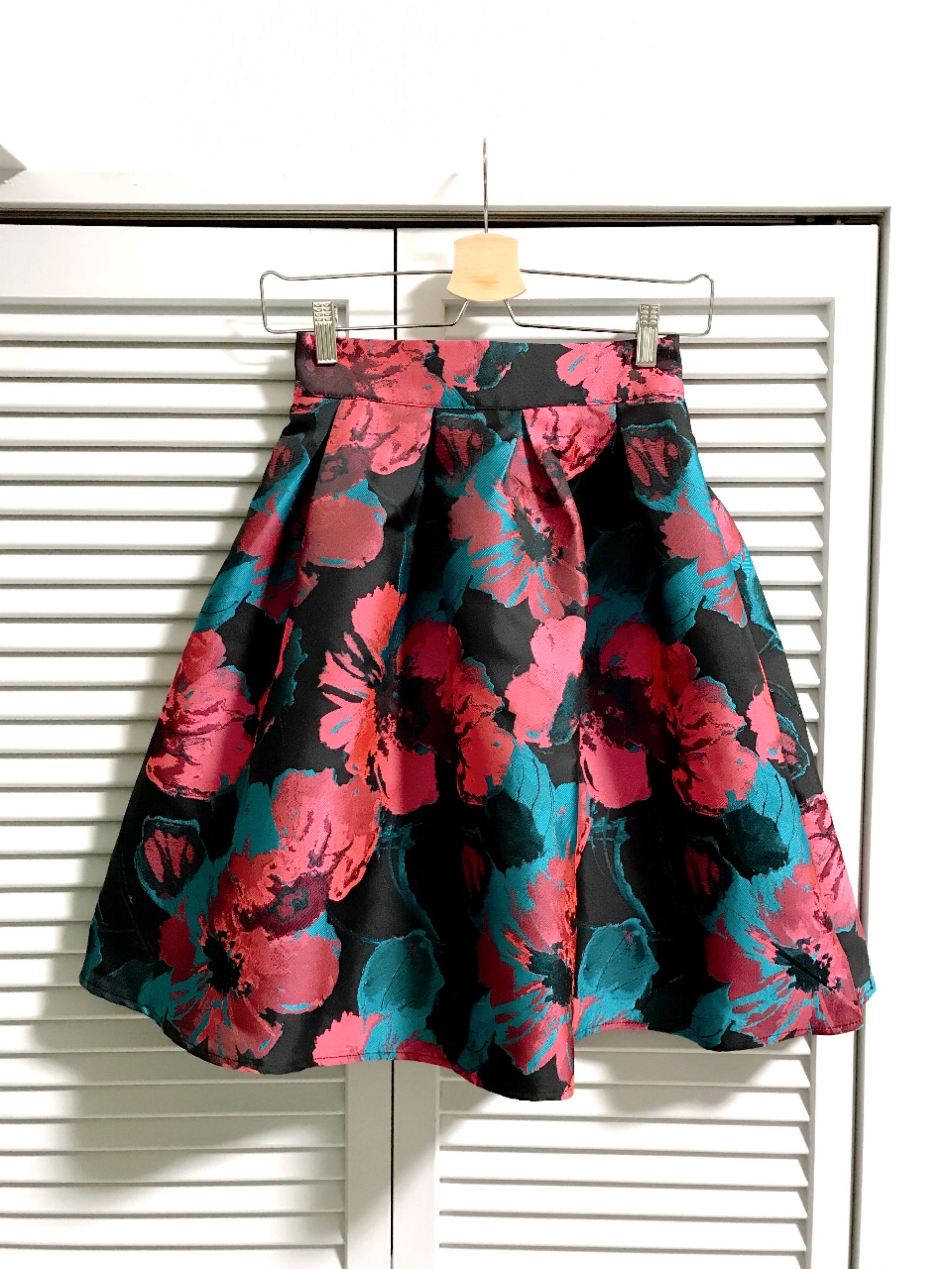再入荷★大きな花柄のフレアスカート