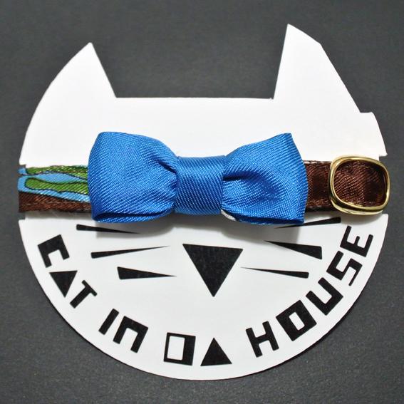 cat's collar vintage printed fabric  908