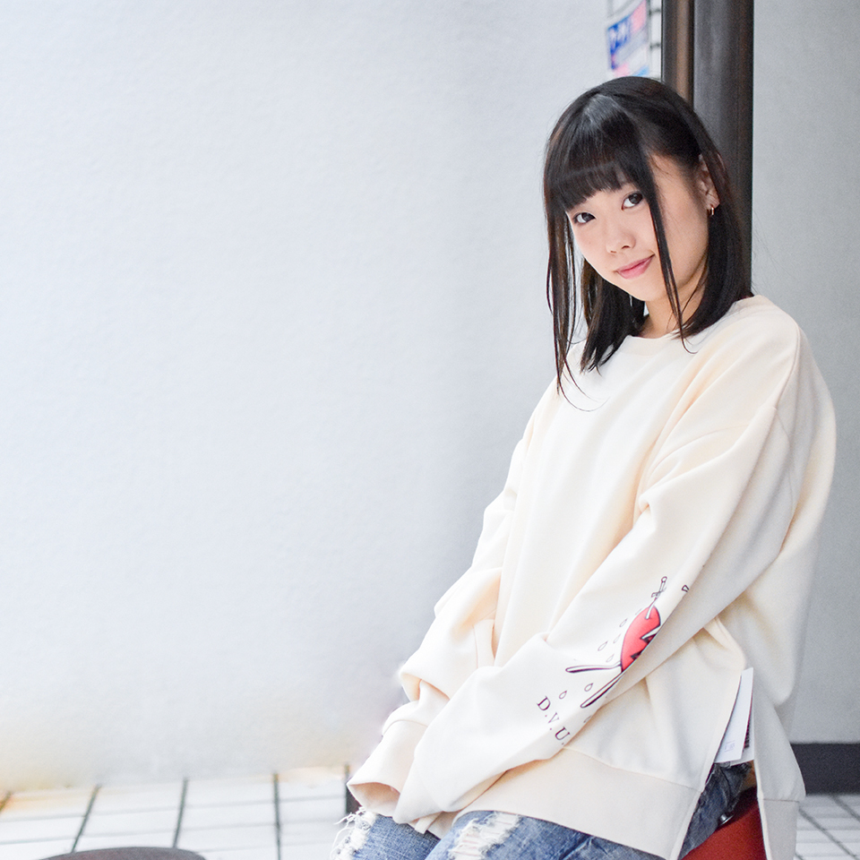 【Deviluse | デビルユース】 Woman Dropshoulder Crewneck(Natural)