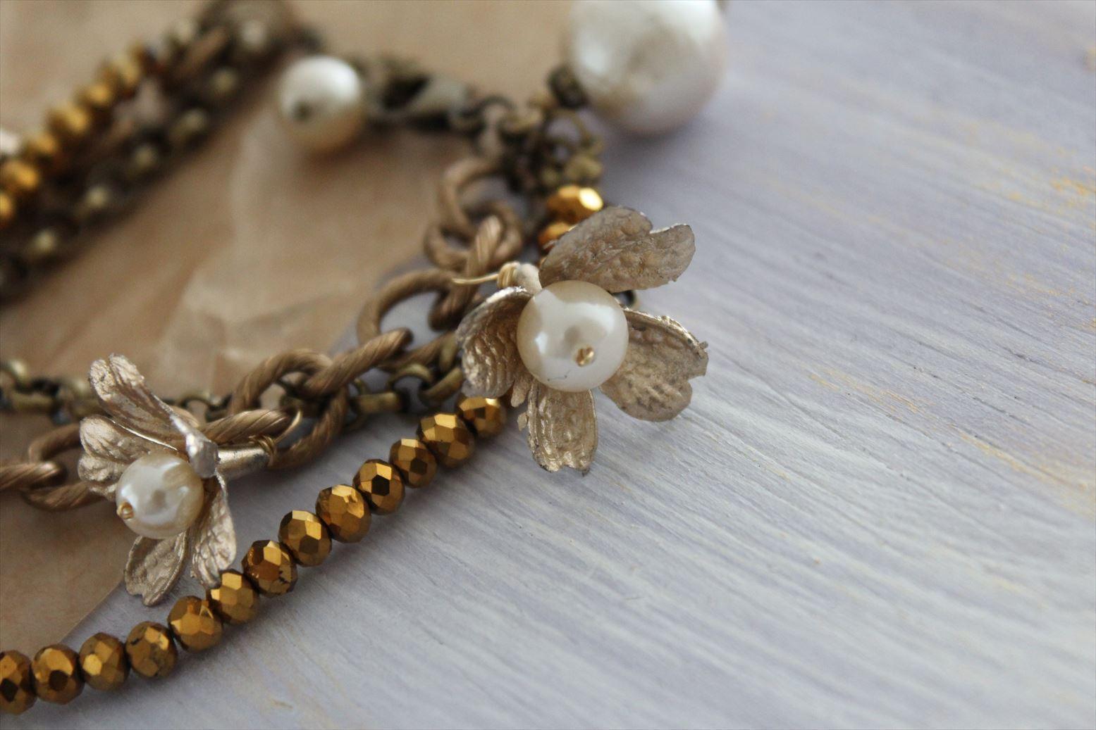 アンティーク風ゴールドの花のアルミチェーンブレスレット