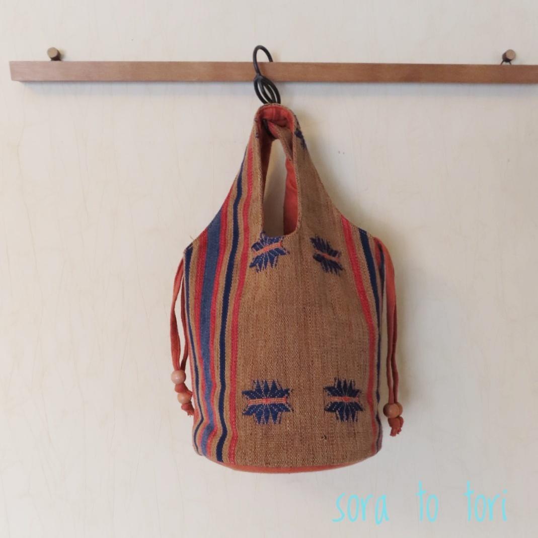 チェンマイ ナガ族刺繍のバケツ型バッグ 青柄