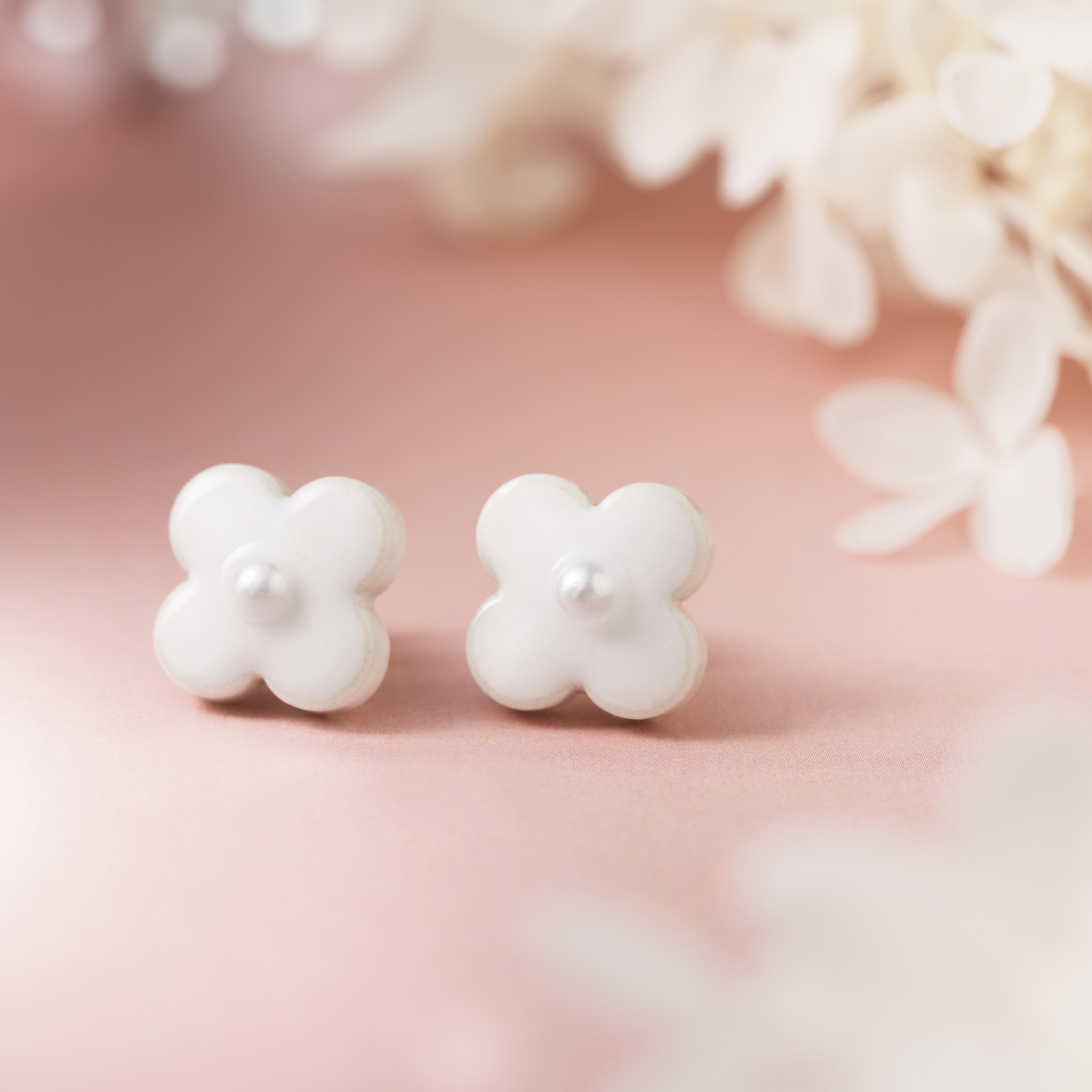 美濃焼陶器 小花 イヤリング&ピアス ホワイト 伝統工芸品