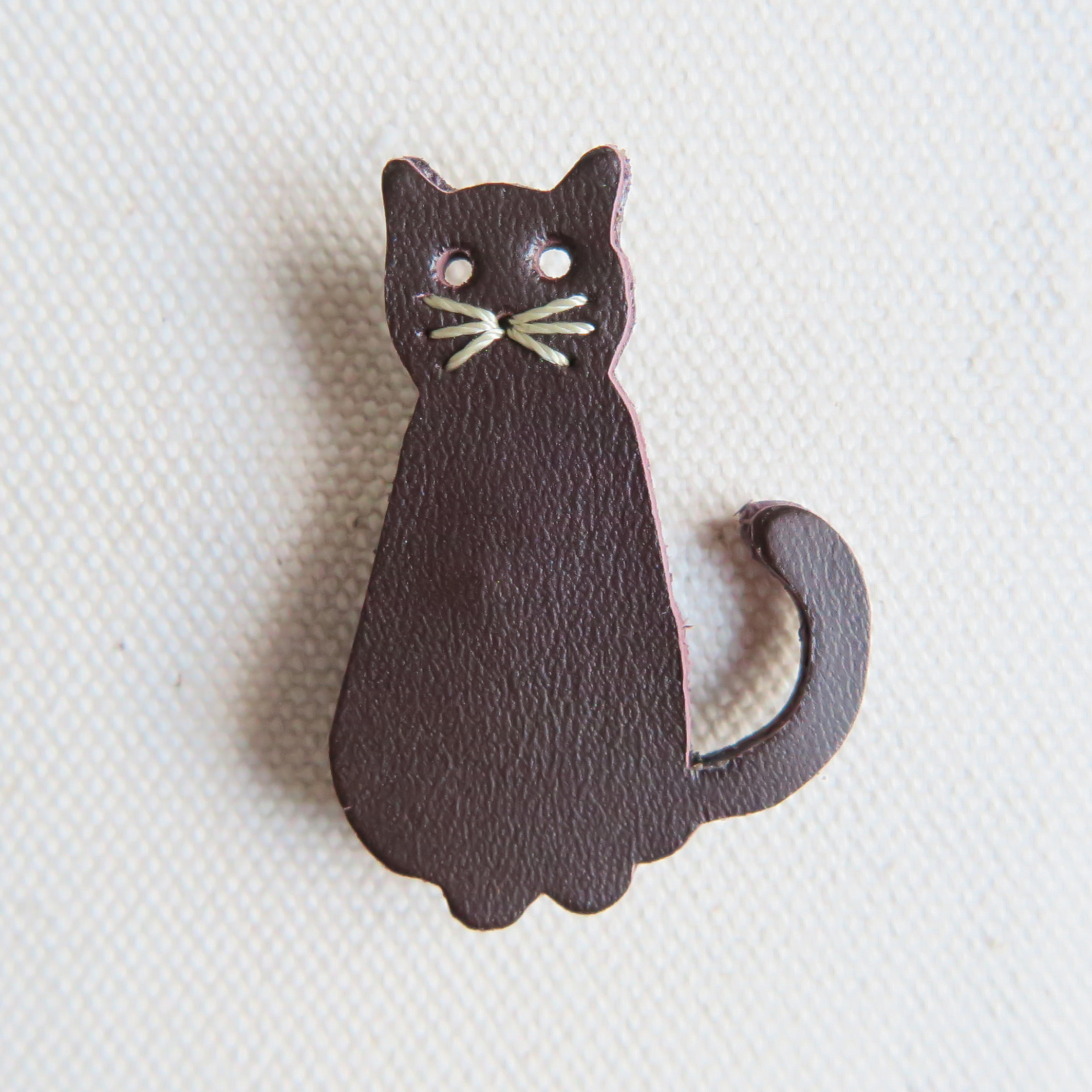 Leather brooch cat D.BROWN