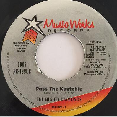 Mighty Diamonds(マイティーダイアモンズ) - Pass The Kouchie【7'】