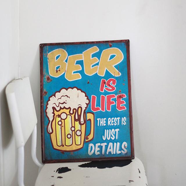 アンティークエンボスプレート[Beer is Life]