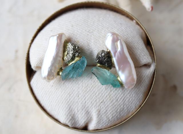 【一点物】原石のパイライト・フローライト・パールの金継ぎピアス