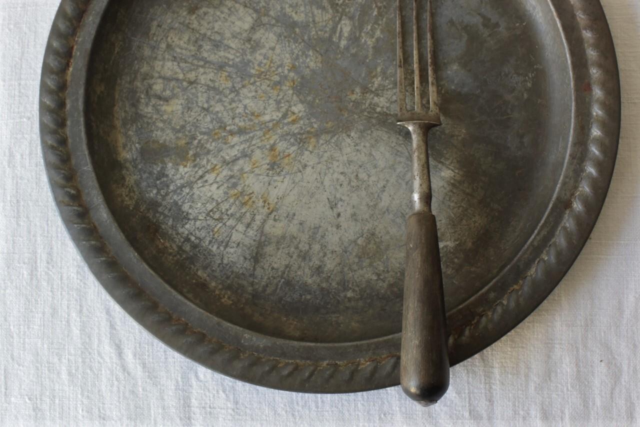 フランスアンティークブリキ皿とフォークのセット