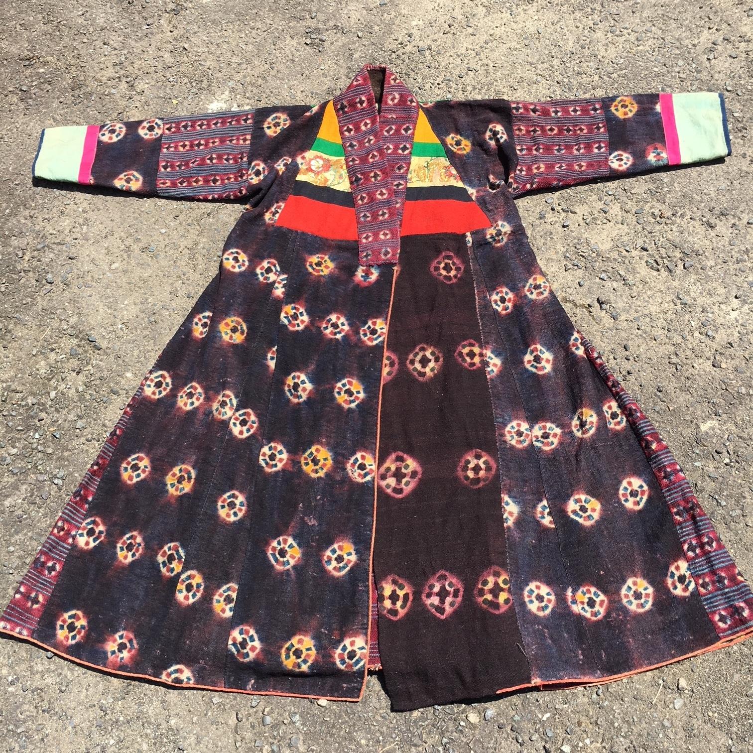 チベット 絞り染め ティクマ文様 祭事衣装