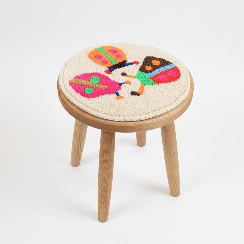 テントウムシの小さい円形の絨毯