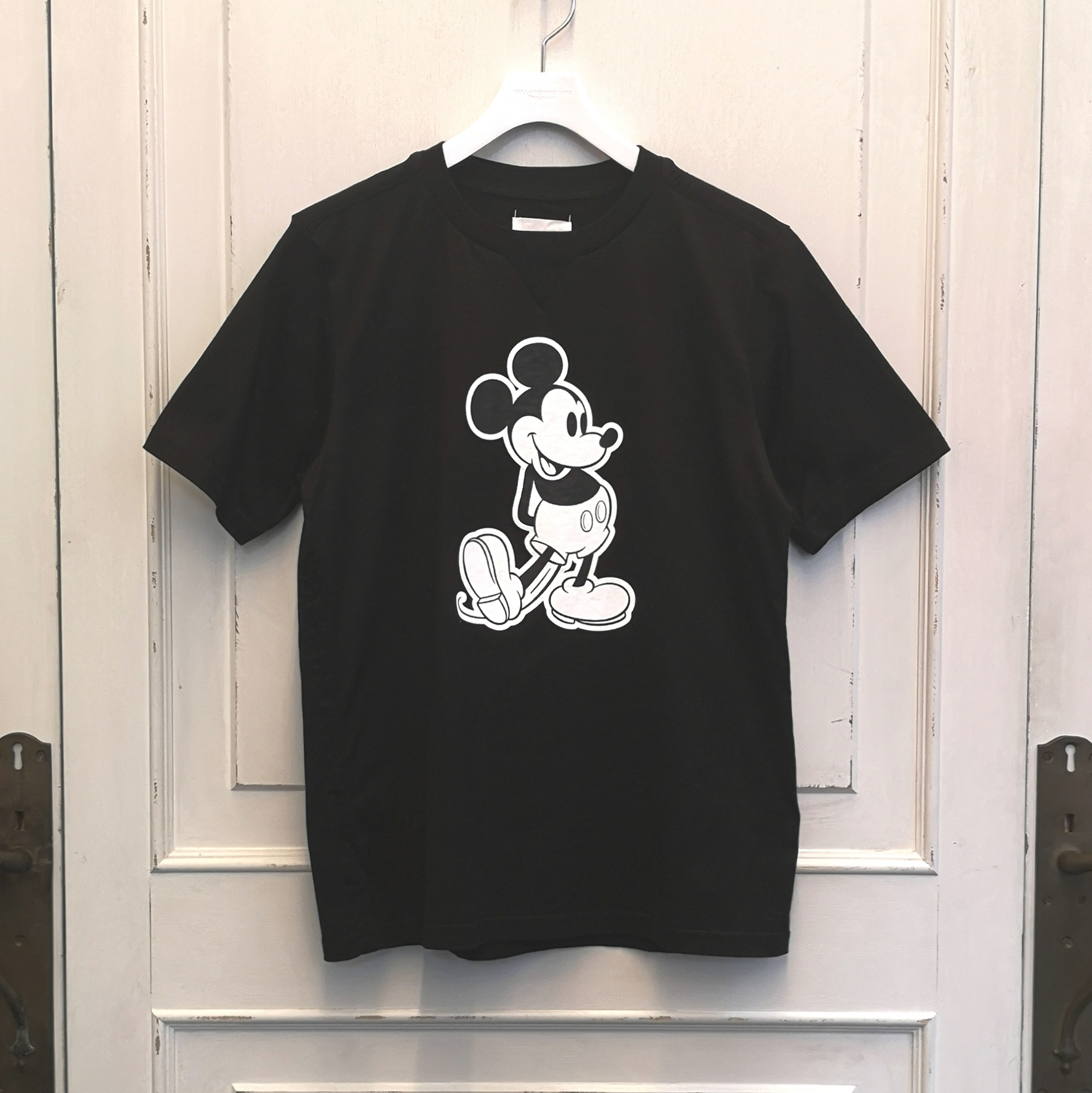 sc.0031bSS20 Mickey Mouse crew neck s/s tee.  (monotone color Mickey Mouse)