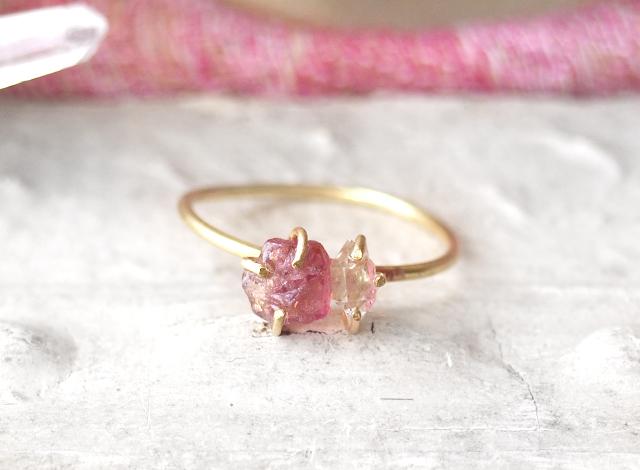 原石のピンクトルマリンとダイヤモンドクォーツのリング