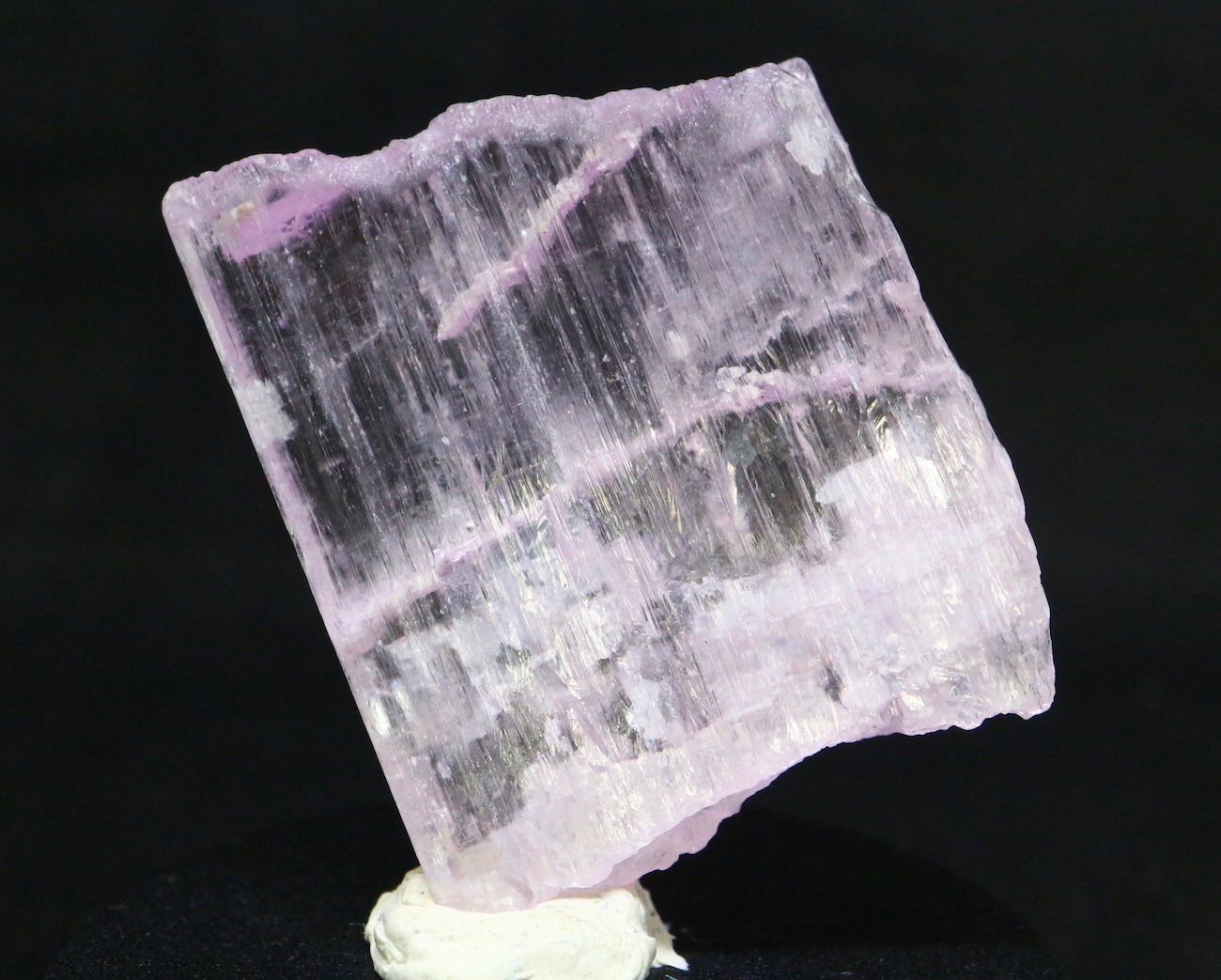 カリフォルニア産!クンツァイト 原石 自主採掘8.5g リシア輝石  KZ019