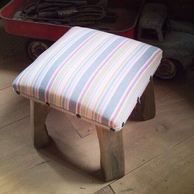 wood market 背の低い椅子 ブルーボーダー正方形